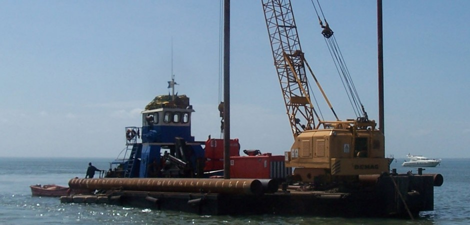 Barge TITAN